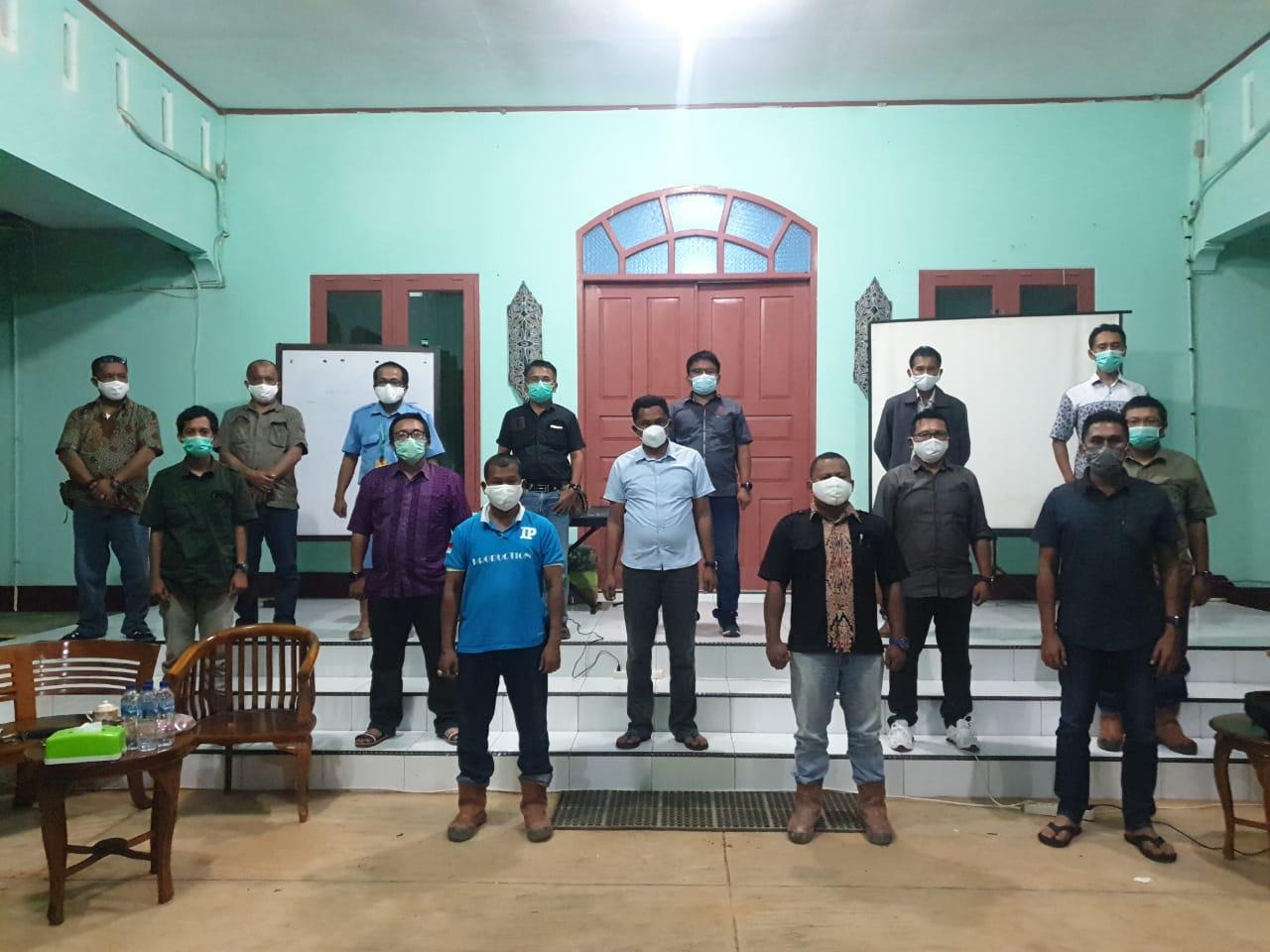 Foto Bersama Dari Bpk. Manager, Bpk. AC dan Bpk. RH Region Mentaya